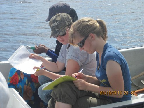 UW undergraduates record salinity data in the Nefalil Estuary, Kosrae
